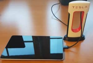Handy-Charger in Tesla Supercharger Optik aus dem 3D Drucker
