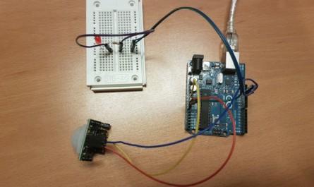 Arduino UNO und PIR Sensor und Breadboard mit LED